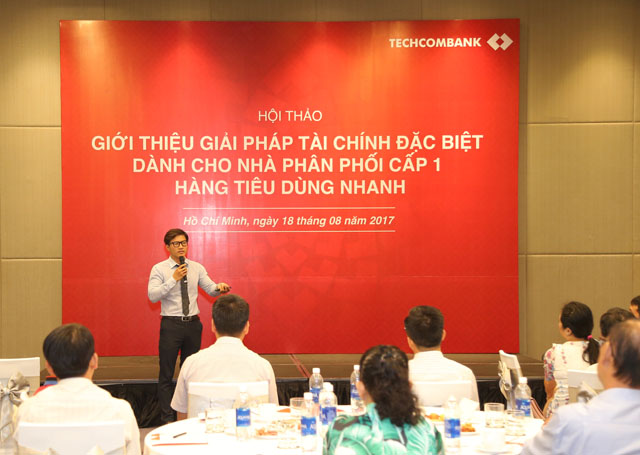 Ông Vũ Đức Thắng, đại diện Techcombank chia sẻ về giải pháp tài chính với các khách hàng