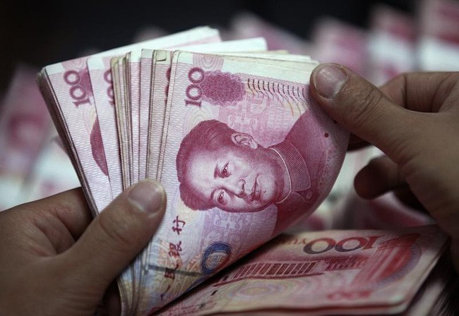 Many central banks around the world are gradually hoarding the yuan in their coffers.  Photo: Reuters