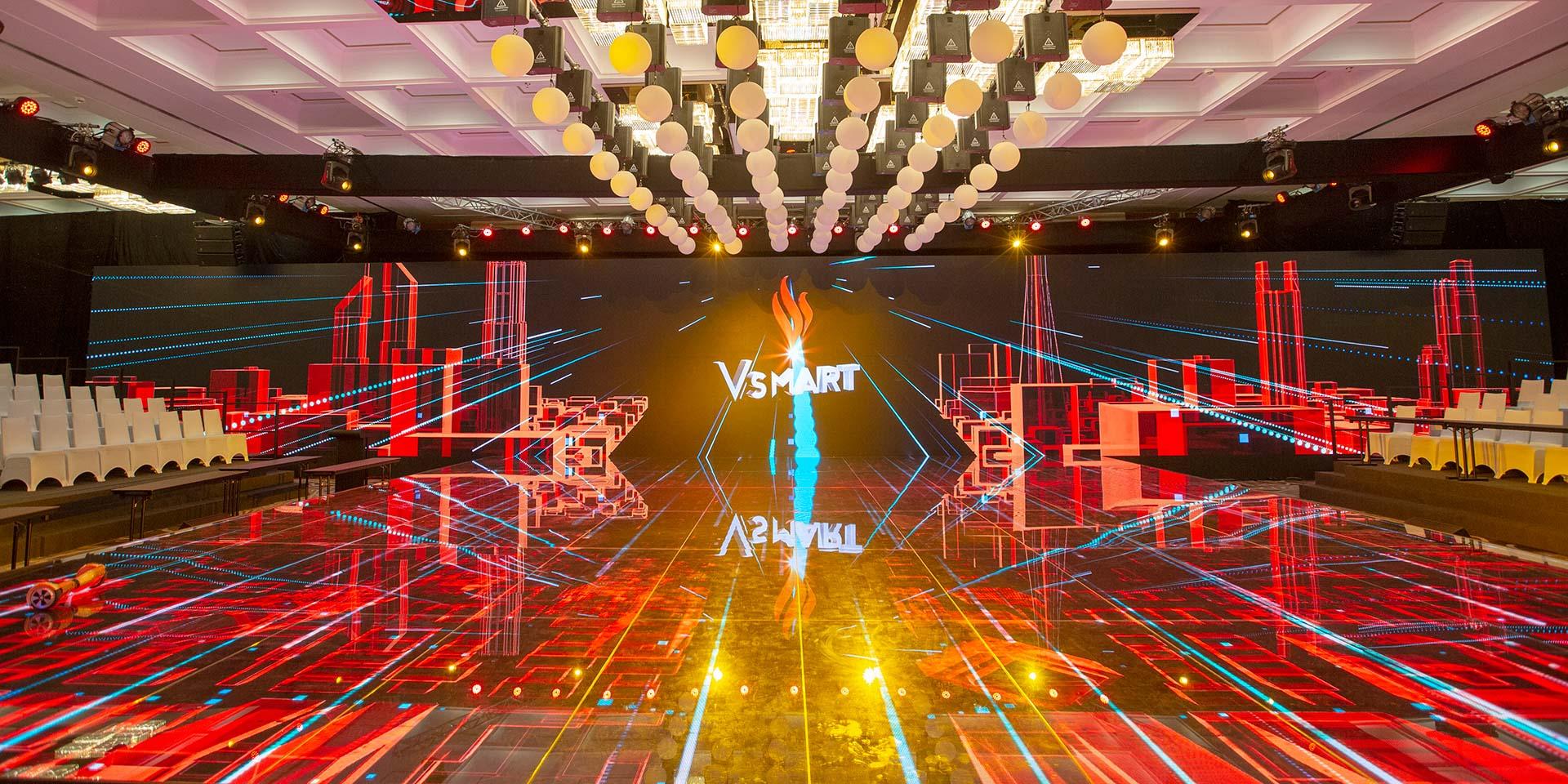 """Sân khấu hoành tráng trước """"giờ G"""" ra mắt điện thoại Vsmart"""